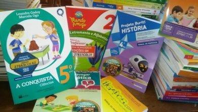 Photo of Escolas Municipais de Viçosa passarão a usar o mesmo material didático