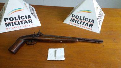 Photo of Homem é preso e adolescente apreendido com arma e droga em Coimbra