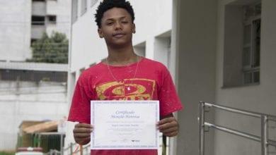Photo of Estudante viçosense da rede municipal de ensino ganha prêmio na Olimpíada Brasileira de Língua Portuguesa