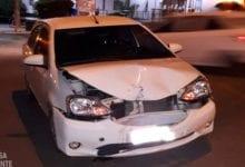 Photo of Motociclista aparentemente embriagado ocasiona acidente no Centro de Viçosa